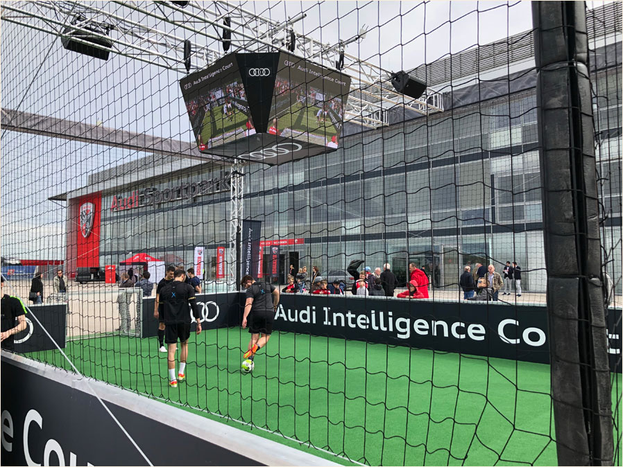 Audi Intelligence Court mit LED-Screens von LEDium